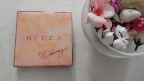 To Chris-seize the Teigen x Becca Glow Face Palette or Not?